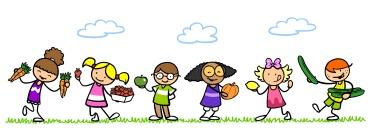Kinder essen Obst und Gemüse im Sommer